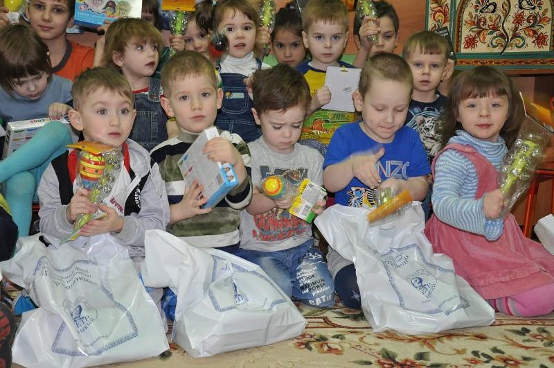 Фонд «Петр Великий» поздравил воспитанников центра «Теремок» с Новым годом